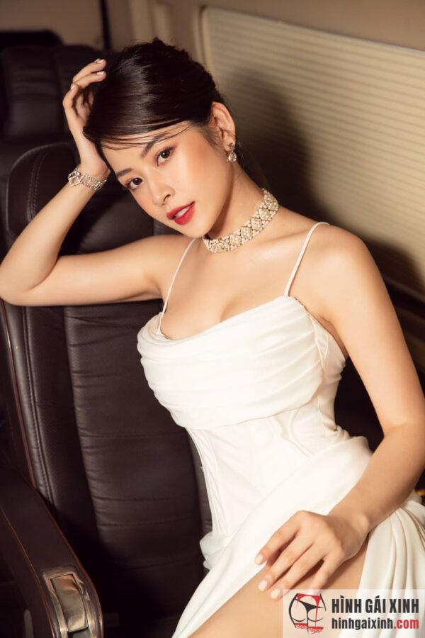 Chi Pu nay đã theo đuổi phong cách sexy, thậm chí có phần táo bạo. Rất nhiều người tỏ ra bất ngờ với sự thay đổi này của cô nàng.
