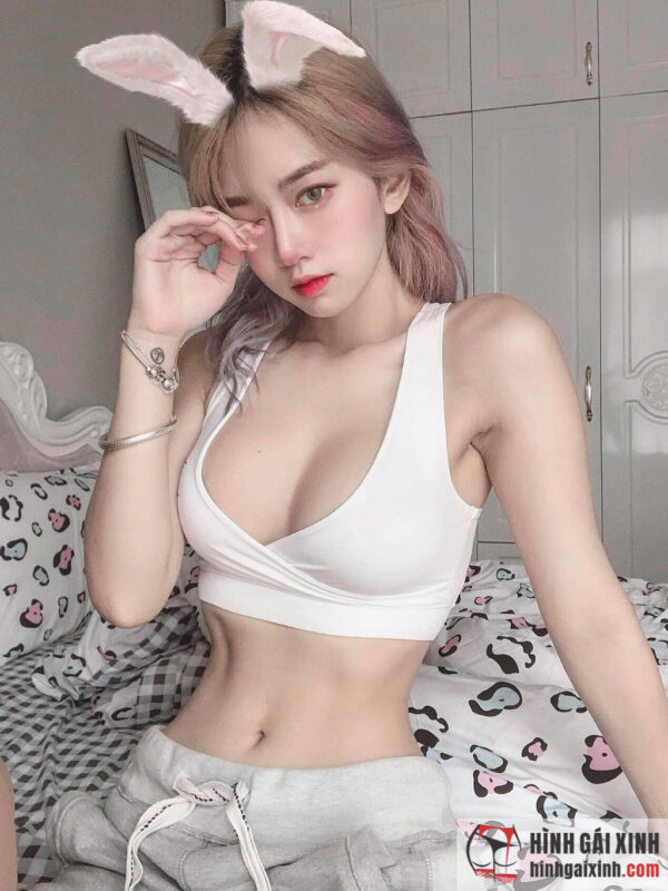 Hot TikToker Lê Bống mặc bikini
