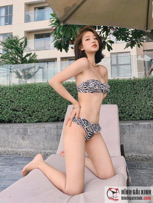 Hot girl tóc ngắn Trương Hoàng Mai Anh diện Bikini ren lọt khe