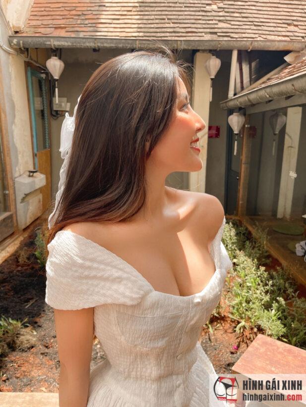 Cận cảnh ngực siêu to khổng lồ của hot girl 10X Võ Ngọc Trân