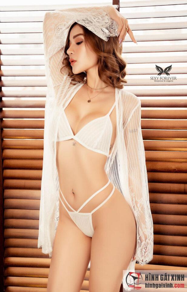 Gái xinh mặc đồ ngủ trắng mỏng khoe vú cực to