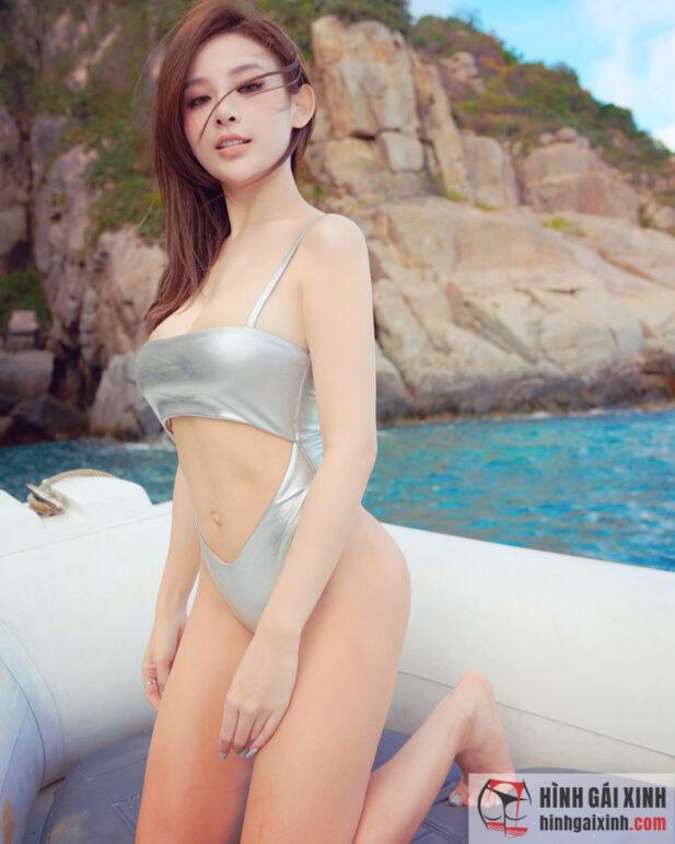 Huyền Baby diện bikini khoe vóc dáng nóng bỏng như gái 18
